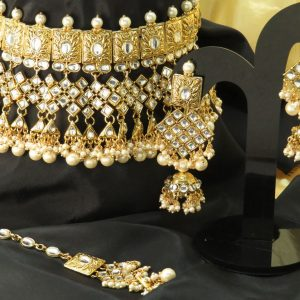 Indian party / bridal kundan necklace set with Earrings & tikka