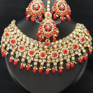 indian bridal Kundan choker set with earnings and tikka